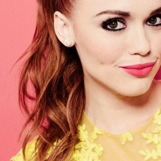 Be the person who Lydia Martin would like to be friends with