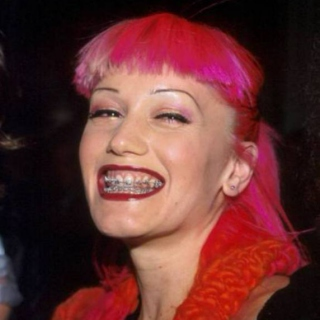 """""""i liked her in that pink hair awkward braces stage too tho"""""""