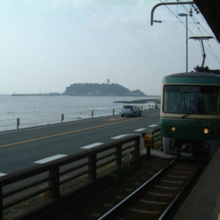 Get off Enoden train at Kamakura high school station