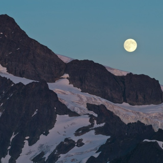 moonrise over shuksan