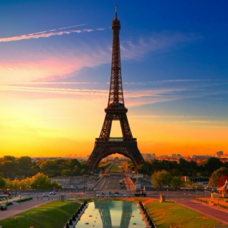 Hot and Sunny Day In Paris