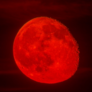 ((red moon))