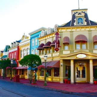 A Day in the Magic Kingdom: Morning on Main Street