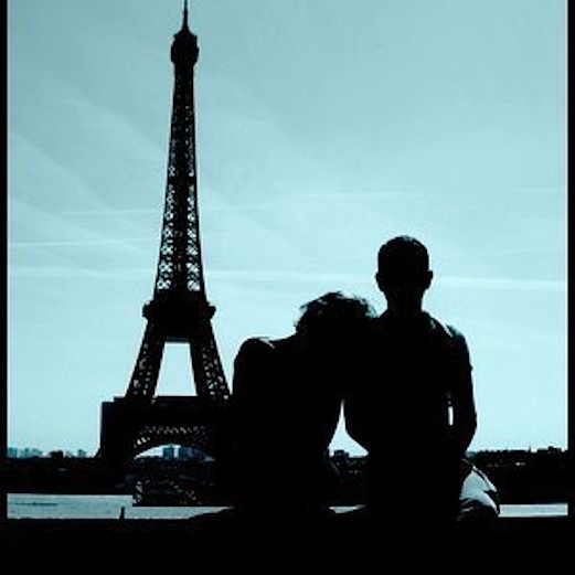 Ci' is in Paris but always by your side