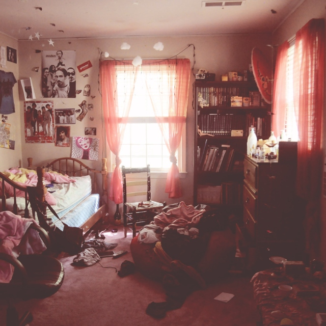 8tracks radio a messy room equals a messy life 15 songs free and music playlist. Black Bedroom Furniture Sets. Home Design Ideas