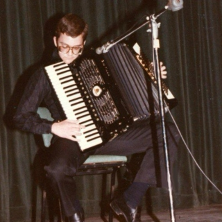 L'hommage: Accordion!