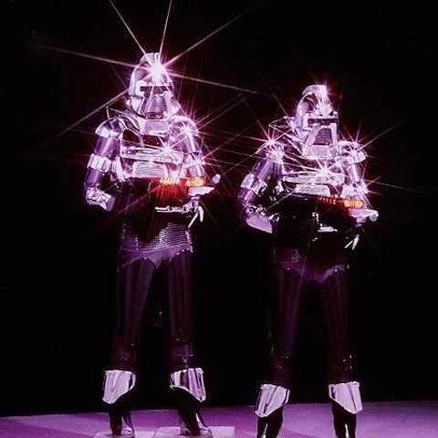 Shiny happy cylons with guns