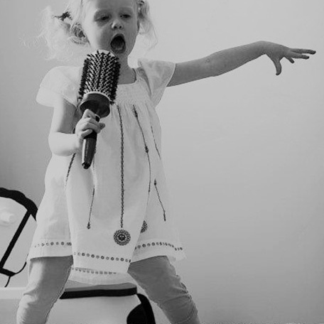 singing loud dont care who hears