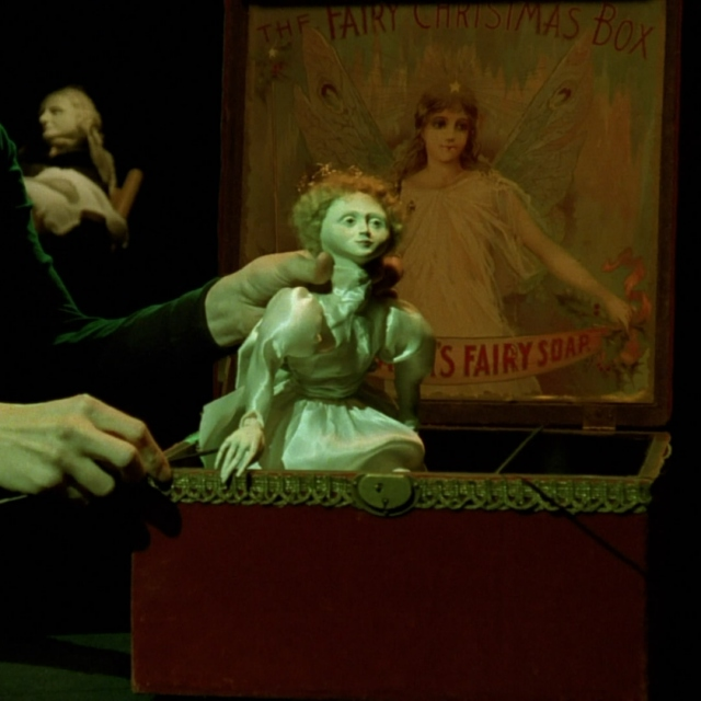 Read On: Les Marionettes