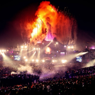 LIFE IS A RAVE!
