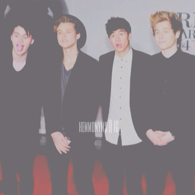 prom with 5SOS