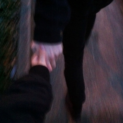 ♡ i wanna hold your hand so tight, im gonna break my wrist ♡