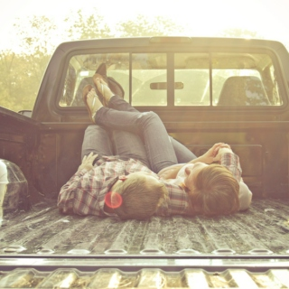 Lay with me in a pick up truck☯∞