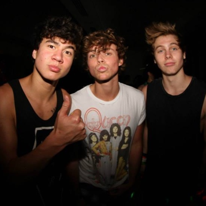 party with 5sos