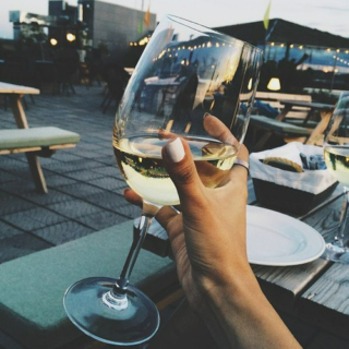 Dirty gossips and white wine