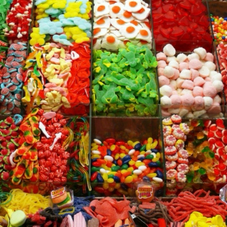 Gimme chocolate kisses, I'm a kid in a candy shop.