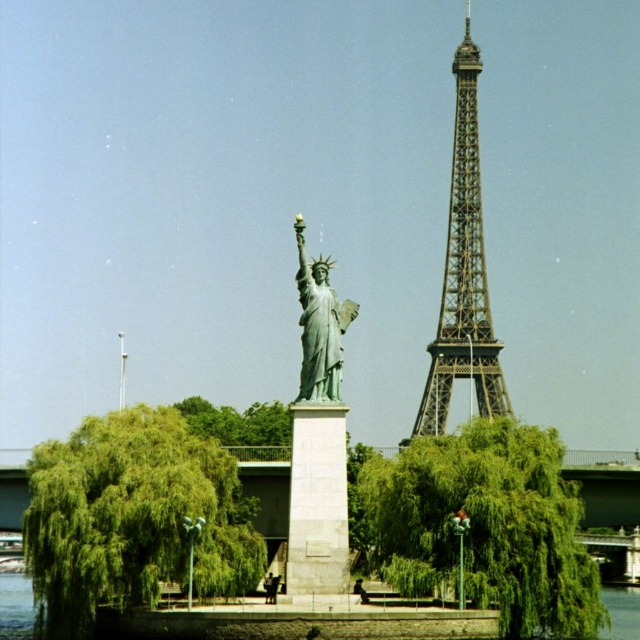 Tha Eiffel Connection: A French feat. US Rap Collection