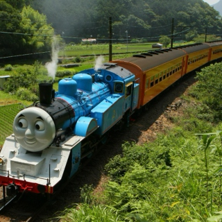 Thomas The Tank Engine (& Friends) Driving Through the Japanese Mountainside