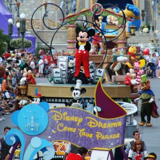 A Day in the Magic Kingdom: The Passing Parades